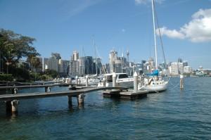 Bootsstege mit Blick auf die City