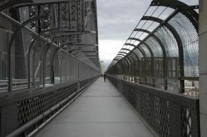 Fußweg über die Hafenbrücke