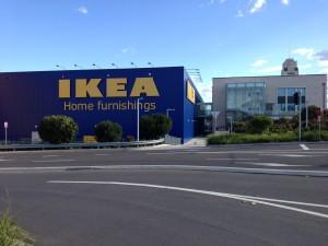 Man beachte die Ikea-Uhr rechts im Bild