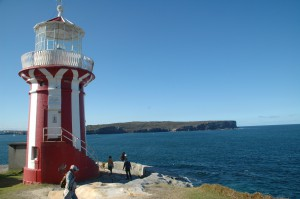 Hornby Lighthouse mit North Head im Hintergrund