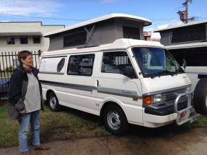 "Mazda Campervan mit ""Poptop"""