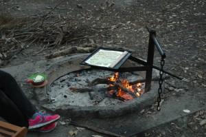 Kartoffeln braten auf dem Lagerfeuer