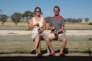 So trinkt man Bier in Australien!