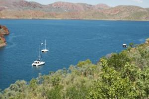 Boote gibt es auf dem See nur sehr wenige. Nur drei Segelyachten! Und alle privat :-(