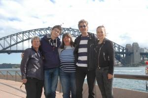 Familienbild mit Brücke